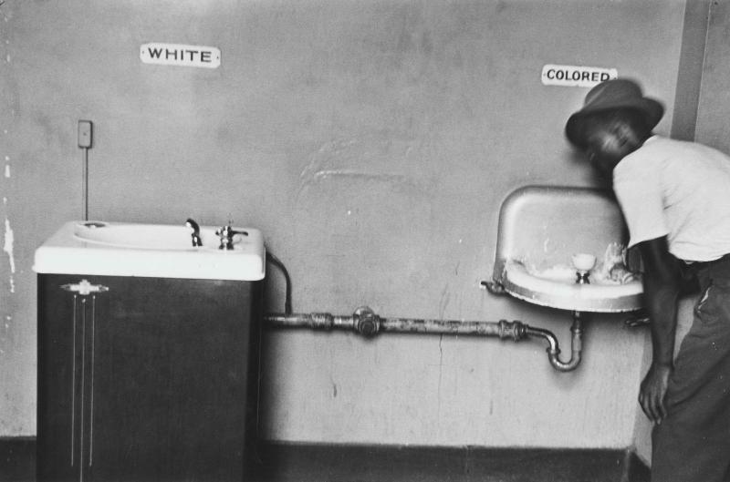 les lavabos de la segregation