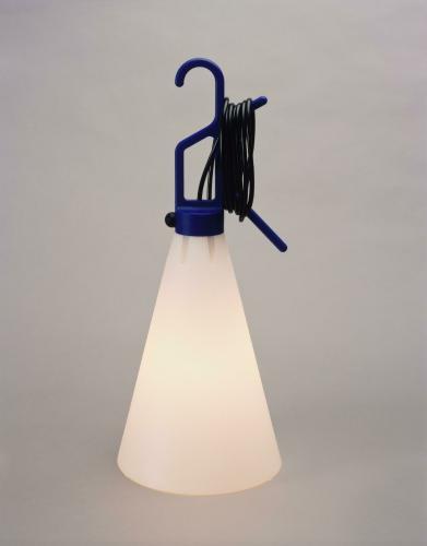 l 39 uvre lampe baladeuse mayday centre pompidou. Black Bedroom Furniture Sets. Home Design Ideas
