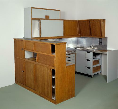l 39 uvre meuble cuisine atelier le corbusier type 1 centre pompidou. Black Bedroom Furniture Sets. Home Design Ideas
